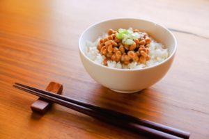 白い つぶつぶ 納豆